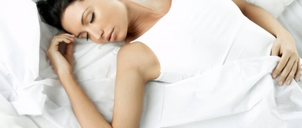 zena-san-spavanje-odmor-5