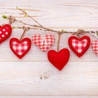 Ljubav srce valentinovo ukrasi shutterstock 250328221