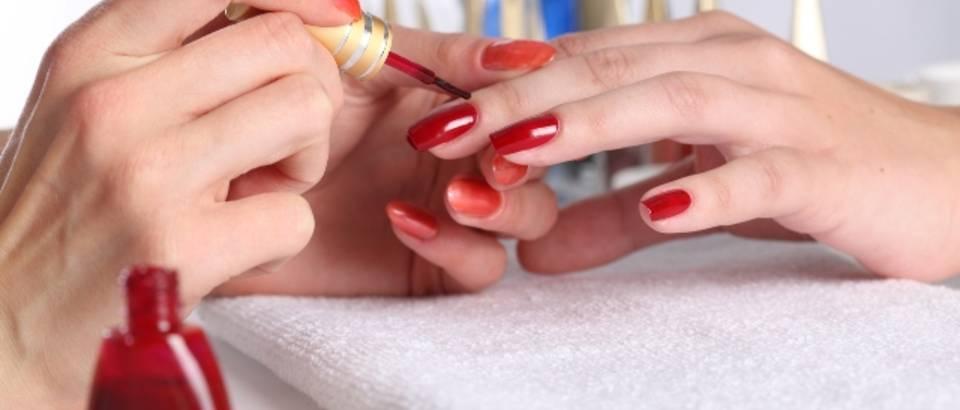 manikura, lak za nokte