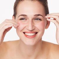 žena čista koža hidratizacija shutterstock 326111438