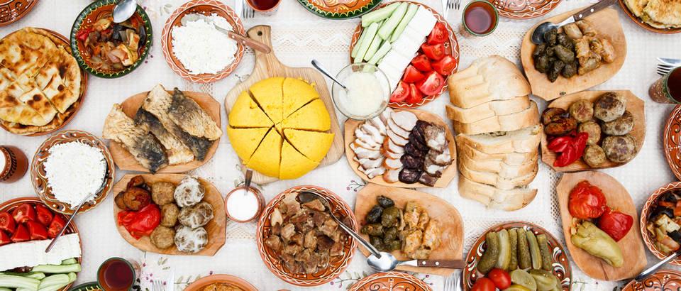 Hrana, stol, jelo, Shutterstock 217542331