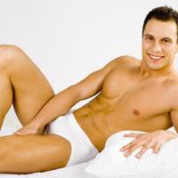 muskarac na krevetu, seks, zavodenje