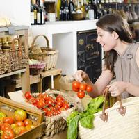 Djevojka žena kupovina shopping voće povrće shutterstock 143912425