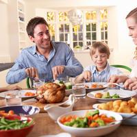 Obitelj zdrava prehrana shutterstock 70256782