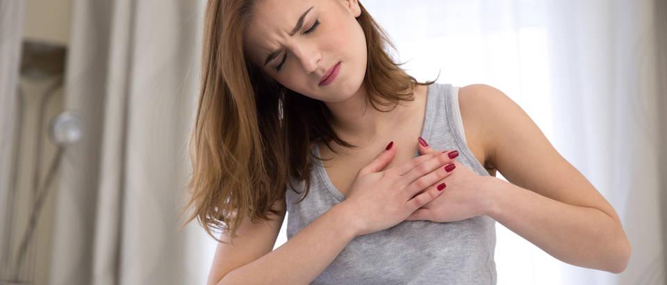Srčani udar infarkt djevojka žena shutterstock 253877143