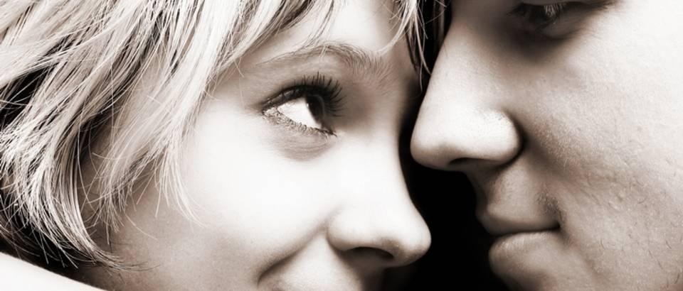 Par, ljubav, zagrljaj