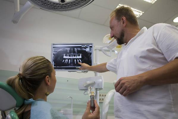 nakon konzultacija s liječnikom u Ortoimplantu dobivate zube po mjeri!