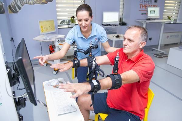 15 ARITHERA Rehabilitacija ruke i ramena Robotski uredaj DIEGO