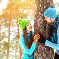 Ljubav par zima priroda šetnja hladnoća rekreacija shutterstock 243524494