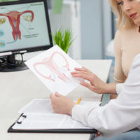 ginekolog i pacijet, jajnici, Shutterstock 407531302