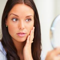 zena-njega-lijepa-ogledalo