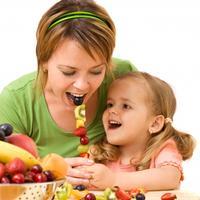 dijete-jede-mama-hrana-voce5