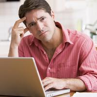 zabrinutost, muskarac, glavobolja, depresija, potistenost, laptop, kompjuter, racunalo, zbunjen