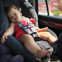 dijete u automobilu