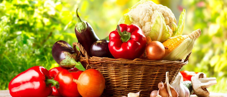 Povrce paprika patlidzan cvjetaca luk cesnjak shutterstock 204710275