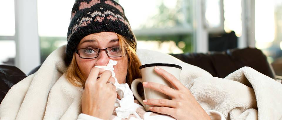 Prehlada gripa alergija zima bolest shutterstock 169500368