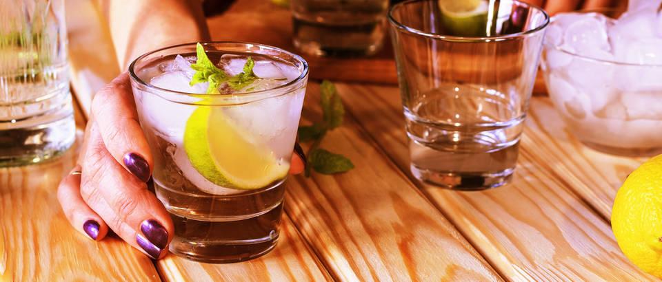 alkohol, Shutterstock 563196853
