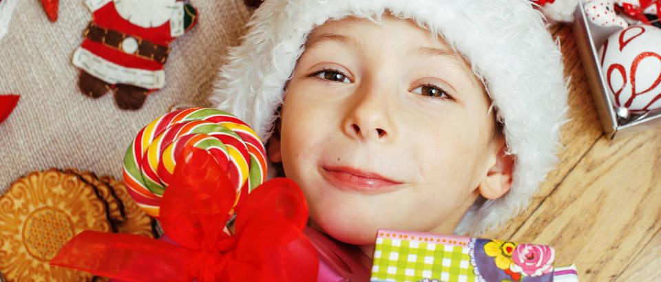 dijete, pokloni, bozic, Shutterstock 346063553