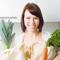 zena drzi povrce
