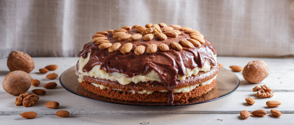 cokoladna torta Shutterstock 1489912631 (1)