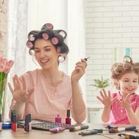 manikura, mama i kci, Shutterstock 398163931