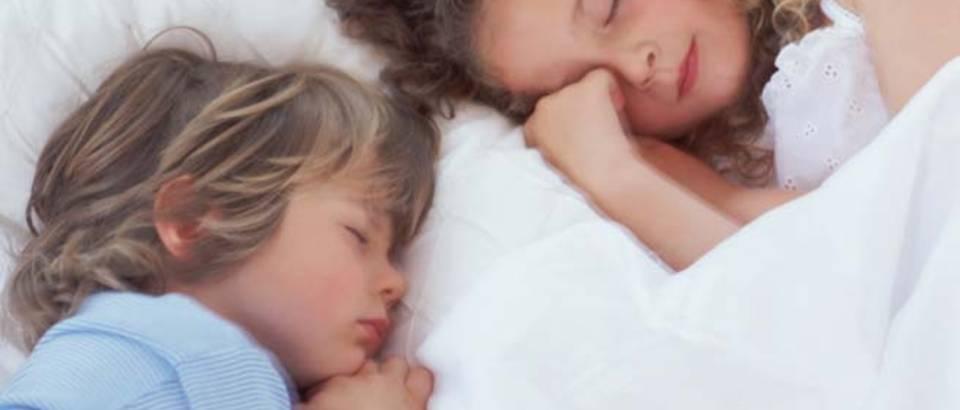 dijete-djeca-san-krevet-spavanje-umor1
