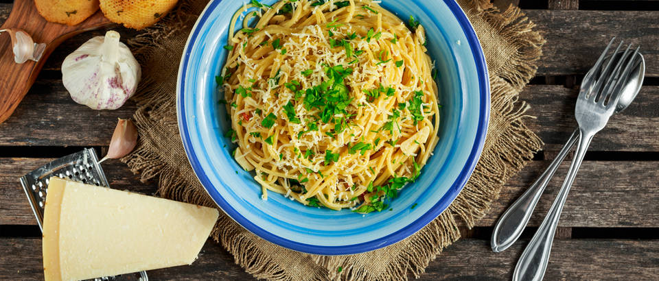 aglio e olio Shutterstock 562580668