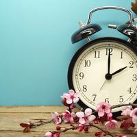 Sat proljeće računanje vremena shutterstock