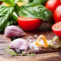 Shutterstock 375382591 tjestetina rajčica češnjak