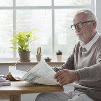 Starac novie čitanje shutterstock 520105261