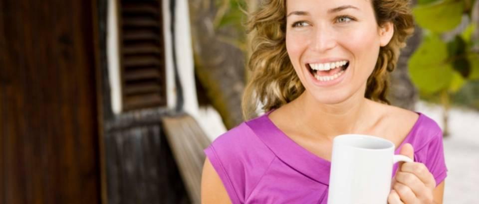 zena-kava-pije-lijepa-sretna-zdrav-sreca3