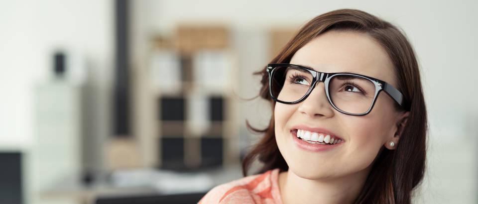 Djevojka, osmijeh, sanjarenje, Shutterstock 272754665