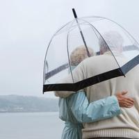 stariji par, kisa, kisobran, ljubav, par, oluja