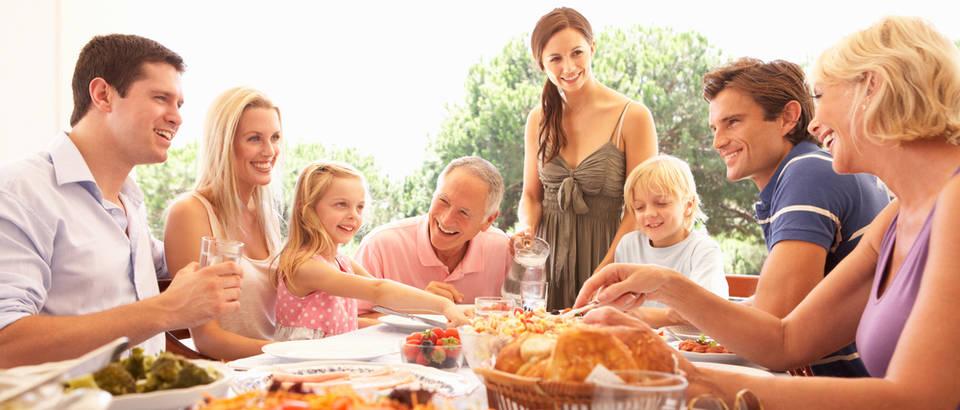 Obitelj, objed, ručak, Shutterstock 66387184