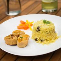 Obrok od basmati riže, kuhane mrkve i prženim zamotuljcima sa krumpirom i povrćem ajurveda