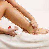 Gležanj noge krema žena shutterstock 456794710