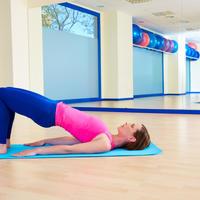 Most pilates joga vježbanje rastezanje žena teretana shutterstock 317328125