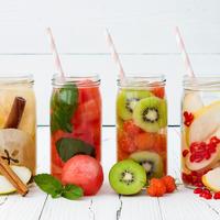 Voda s vocem osvjezenje cimet jabuka nar kruska kivi jagoda