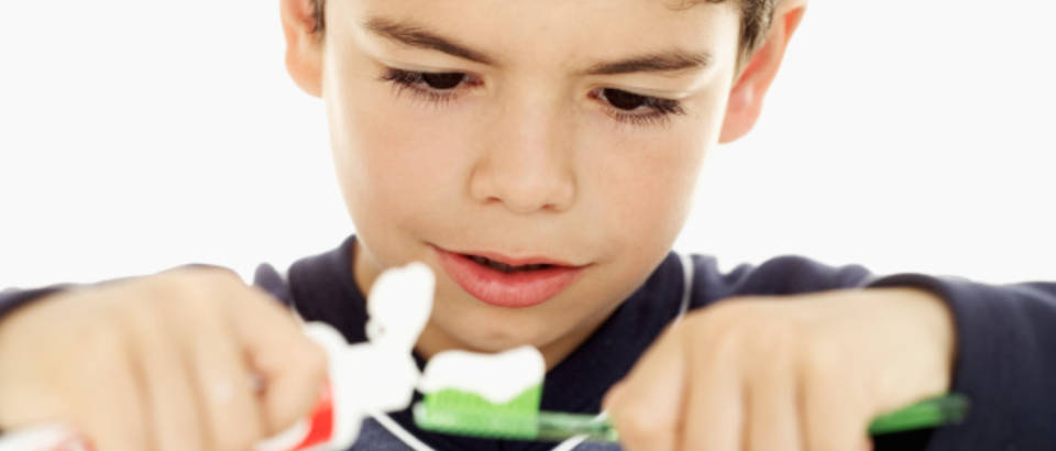 dijete-zubi-cetkica-pasta-za-zube8-karijes