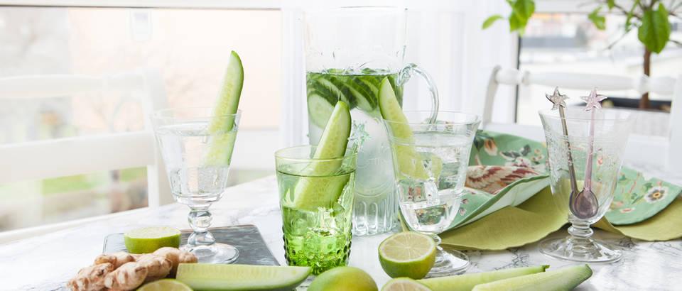 voda, voda s krastavcima, Shutterstock 380122294