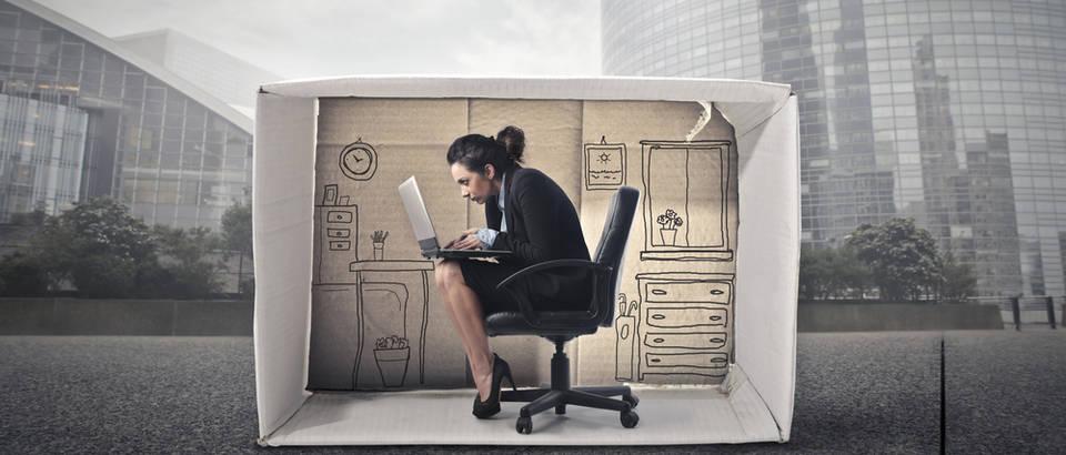 introvert, ured, Shutterstock 245733880