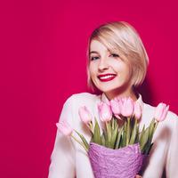 zena cvijece Shutterstock 581719015