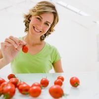 zena-bore-njega-rajcica-povrce-hrana1