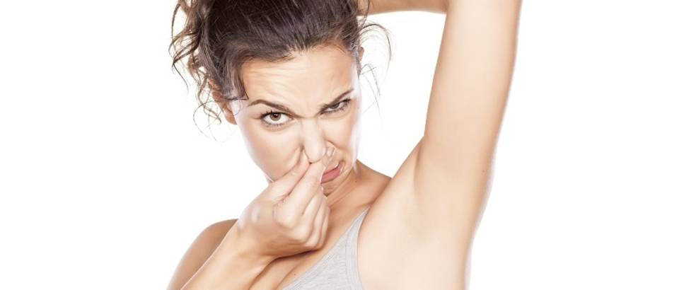 Djevojka znoj smrad neugodan miris