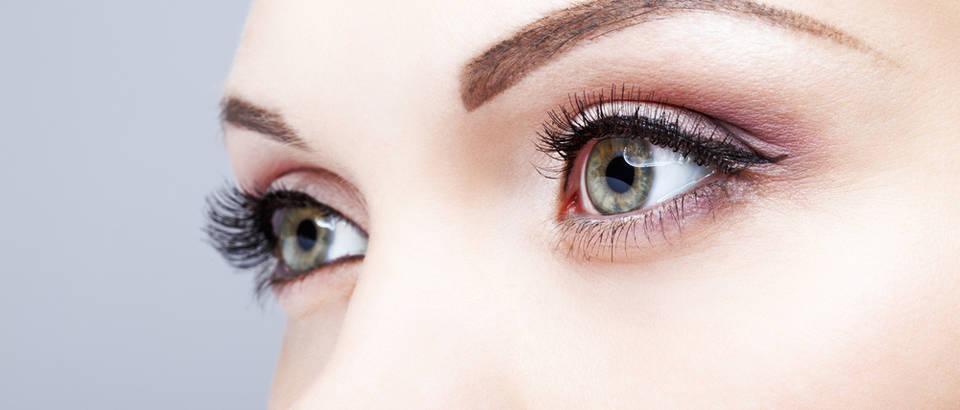 Oči žena našminkane oči zelene shutterstock 265248839