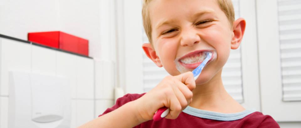 zubi, cetkanje, pranje zubi, djecak