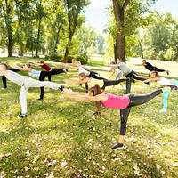 Vježbanje grupno vježbanje park shutterstock 85885042
