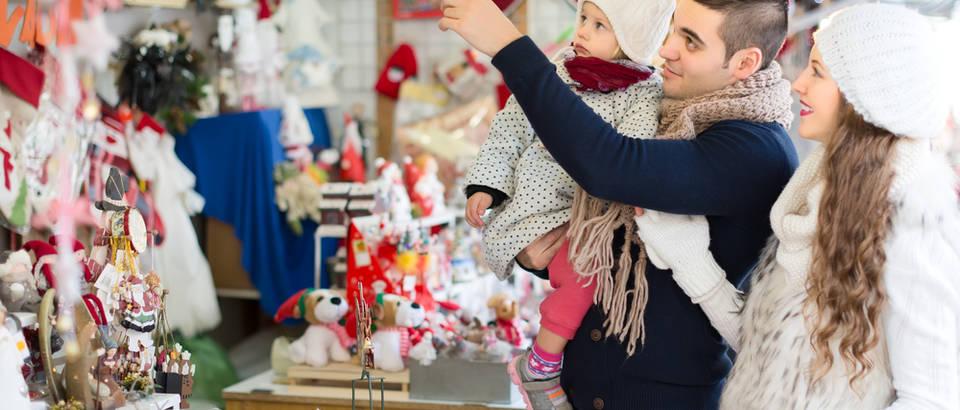 Božić sajam božićni sajam dijete obitelj shutterstock 324955625
