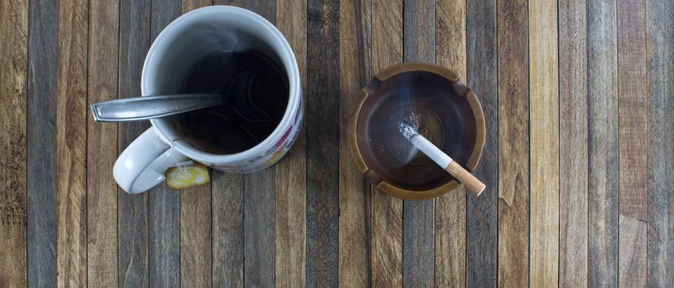 cigareta i caj, Shutterstock 565181845