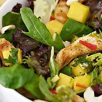 Salata s piletinom i mangom.jpg